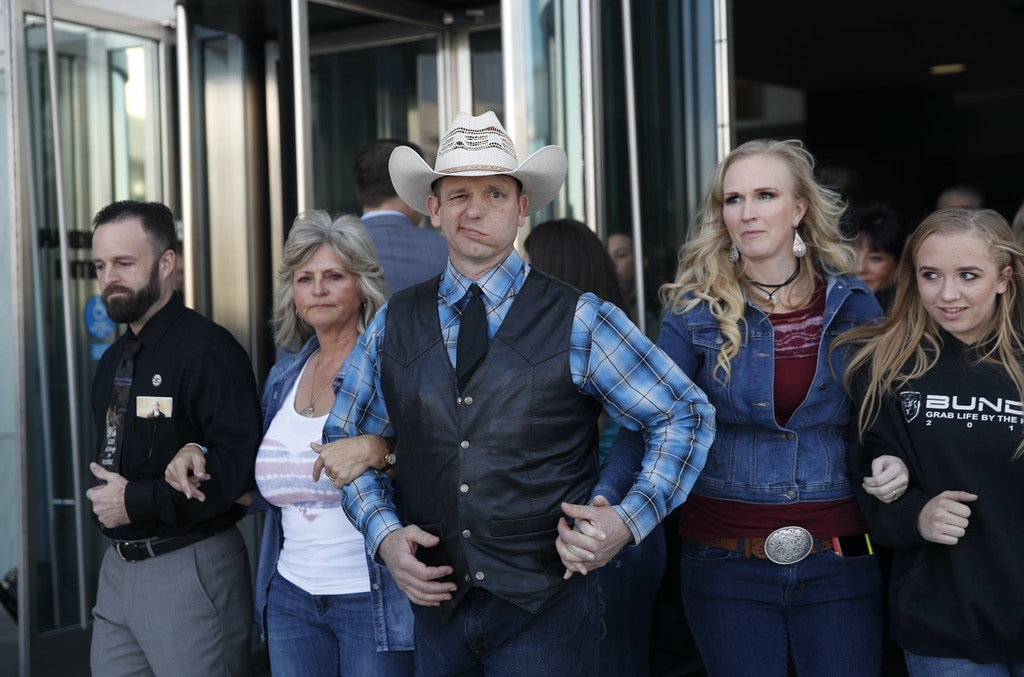 "From left, Ryan Payne, Jeanette Finicum, widow of Robert ""LaVoy"" Finicum, Ryan Bundy, Angela Bundy, wife of Ryan Bundy and Jamie Bundy, daughter of Ryan Bundy, walk out of a federal courthouse Wednesday, Dec. 20, 2017, in Las Vegas. Chief U.S. District Judge Gloria Navarro declared a mistrial Wednesday in the case against Cliven Bundy, his sons Ryan and Ammon Bundy and self-styled Montana militia leader Ryan Payne. (AP Photo/John Locher)"