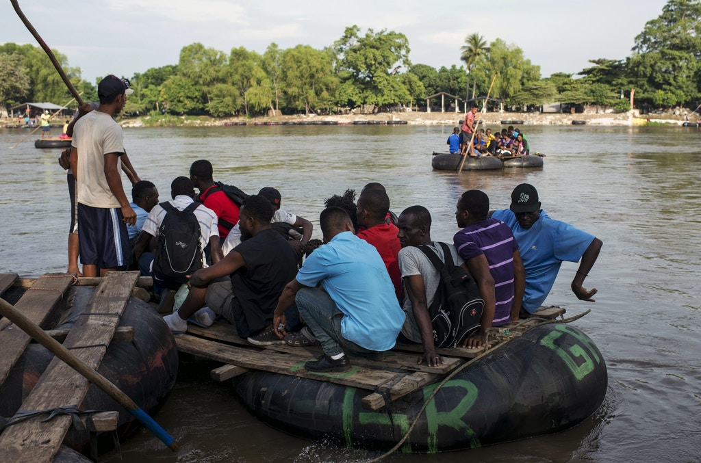 African and Haitian migrants, cross the border between Guatemala and Mexico irregularly. Photo: Encarni Pindado