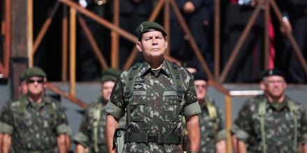 PORTO ALEGRE, RS  - 28.04.2014 GENERAL - O general Antônio Hamilton Martins Mourão - Comando Militar do Sul. (Foto: Diego Vara/Agência RBS/Folhapress)       ORG XMIT: AGEN1510161918239236 ORG XMIT: AGEN1709181435772378 ORG XMIT: AGEN1709242040028387