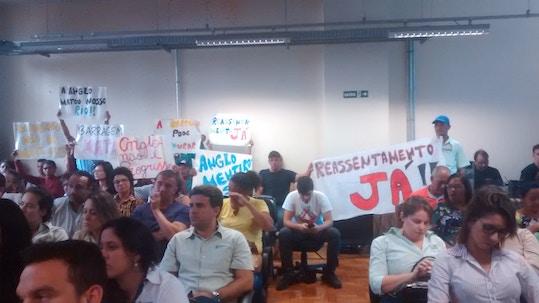 Moradores protestam contra construção de barragem em Conceição do Mato Dentro (MG)
