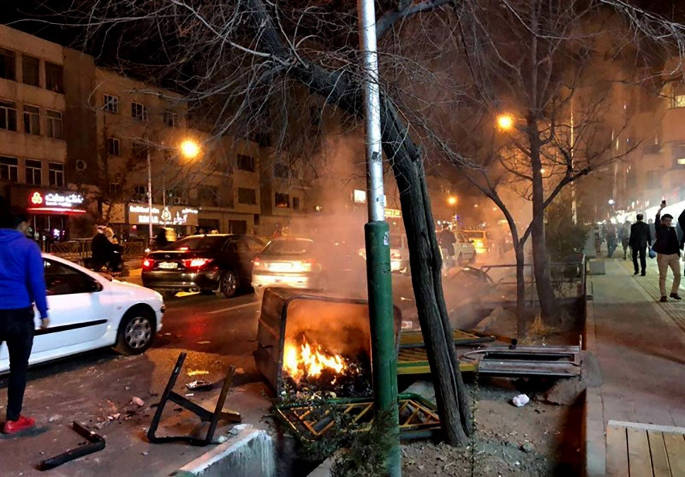 Photo taken on Dec. 30, 2017, shows unrest on the streets of central Tehran. Two people were killed overnight in the western province of Lorestan amid anti-government protests erupting across Iran. (Kyodo)==Kyodo