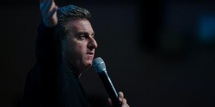 SÃO PAULO, SP, BRASIL, 20.11.2017, 12h30 - O apresentador de televisão Luciano Huck durante palestra na primeira edição do Festival de Cultura Empreendedora, em São Paulo (SP). (Foto: Eduardo Anizelli/Folhapress)
