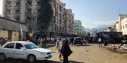Yemenis inspect the site of a suicide bombing that targeted the finance ministry building of the Saudi-backed Yemeni government in the country's second city of Aden on November 29, 2017.In a statement on its Amaq propaganda arm, IS claimed the
