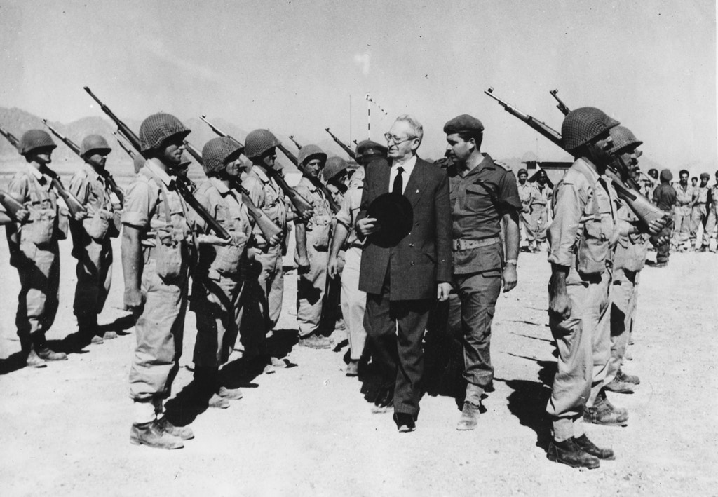 President of Israel Yitzhak Ben-Zvi inspecting the troops during a front line visit at Sharm el Sheikh, Egypt, November 21st 1956. (Photo by Keystone/Hulton Archive/Getty Images)