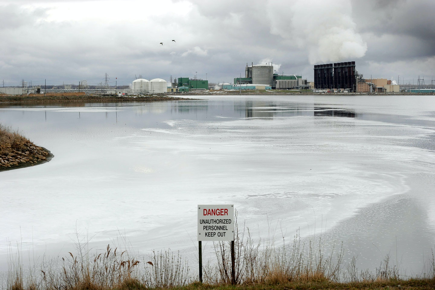 MIDLAND, MI  - APRIL 12:  A small portion of the Dow Chemical plant is shown from a park overlook April 12, 2007 in Midland, Michigan  Dow fired two of its executives April 12, 2007 for alledgedly having unauthorized discussions with a third party about a potential buyout. (Photo by Bill Pugliano/Getty Images)