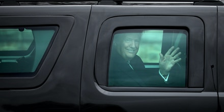 BETHESDA, MD - JANUARY 12:  (AFP OUT) U.S. President Donald Trump waves to journalists as he leaves Walter Reed National Military Medical Center following his annual physical examination January 12, 2018 in Bethesda, Maryland. Trump will next travel to Florida to spend the Dr. Martin Luther King Jr. Day holiday weekend at his Mar-a-Lago resort.  (Photo by Chip Somodevilla/Getty Images)