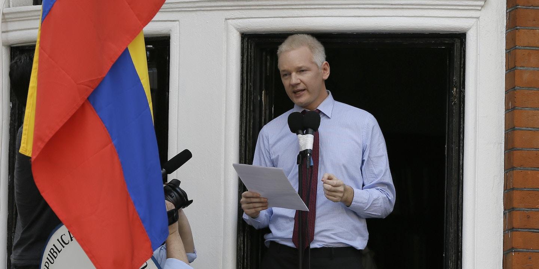 Risultati immagini per Assange e Correa immagini