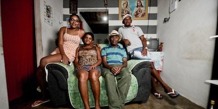 O ex-apontador na Odebrecht, Eronildo Diniz, na ponta direita, com os pais e a irmã mais nova.