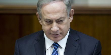 O primeiro-ministro israelense Benjamin Netanyahu preside o encontro semanal do gabinete em seu escritório, em Jerusalém, em 11 de dezembro de 2016.