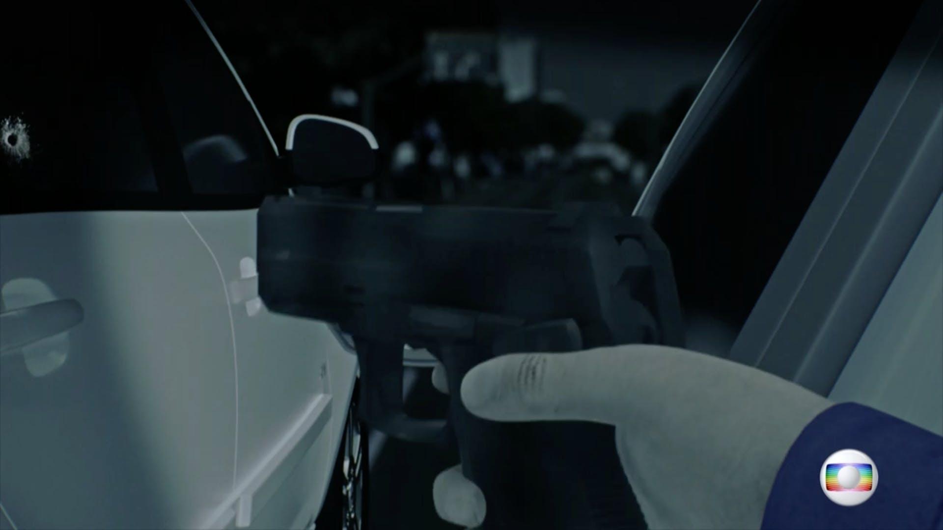 Captura de tela do programa Fantástico, que simulou o crime utilizando a imagem de uma pistola.