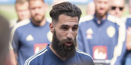 24 June 2018, Russia, Gelendzchik, FIFA World Cup 2018, Training, Session: Jimmy Durmaz gives a short speech before the start of the training session. The 29 year old endured plenty of racist insults on social media after Sweden's loss against Germany. - NO'WIRE'SERVICE - Photo by: Maximilian Haupt/picture-alliance/dpa/AP Images