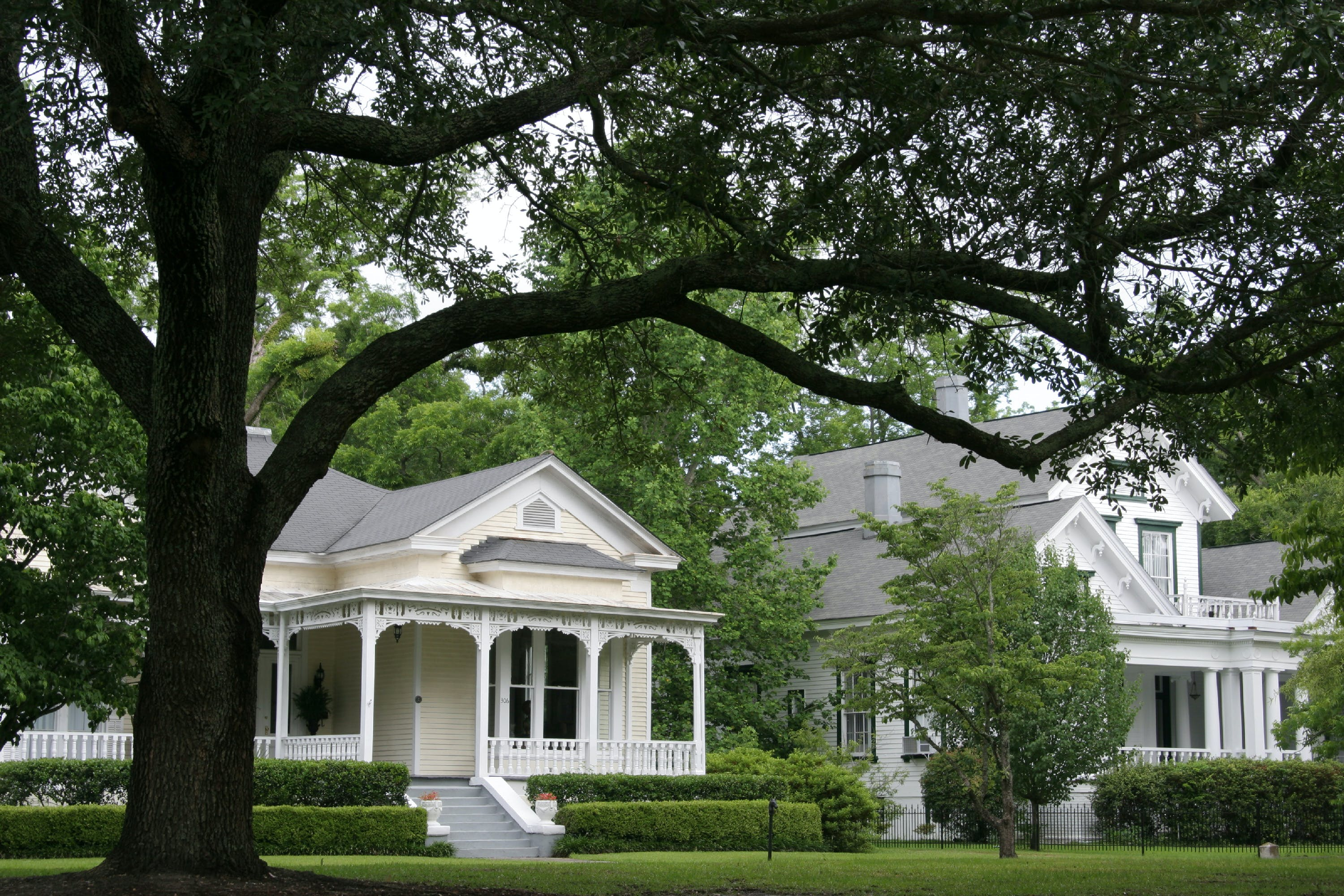 Historic homes along the Walking Tour on Randolph Street. (Photo by: Jeffrey Greenberg/UIG via Getty Images)