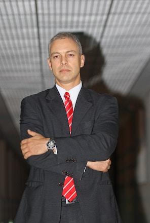 O delegado federal Victor Cesar Carvalho dos Santos aparece como sócio em empresas de segurança desde 2000.