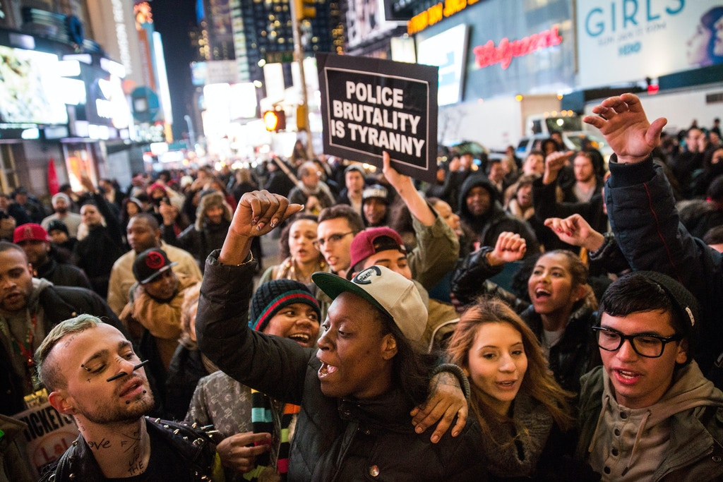 NEW YORK, NY - DECEMBER 03:  Demonstrators block the entrance to the Lincoln Tunnel following a Staten Island, New York grand jury's decision not to indict a police officer involved in the chokehold death of Eric Garner in July on December 3, 2014 in New York City. The grand jury declined to indict New York City Police Officer Daniel Pantaleo in Garner's death.  (Photo by Andrew Burton/Getty Images)