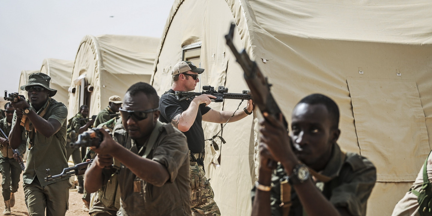 An American Special Forces soldier trains Nigerien troops during an exercise on the Air Base 201 compound, in Agadez, Niger, April 14, 2018. Hundreds of American troops are working feverishly to complete a $110 million airfield that will be used to strike extremists in West and North Africa, a region where most Americans have no idea the country is fighting. (Tara Todras-Whitehill/The New York Times)