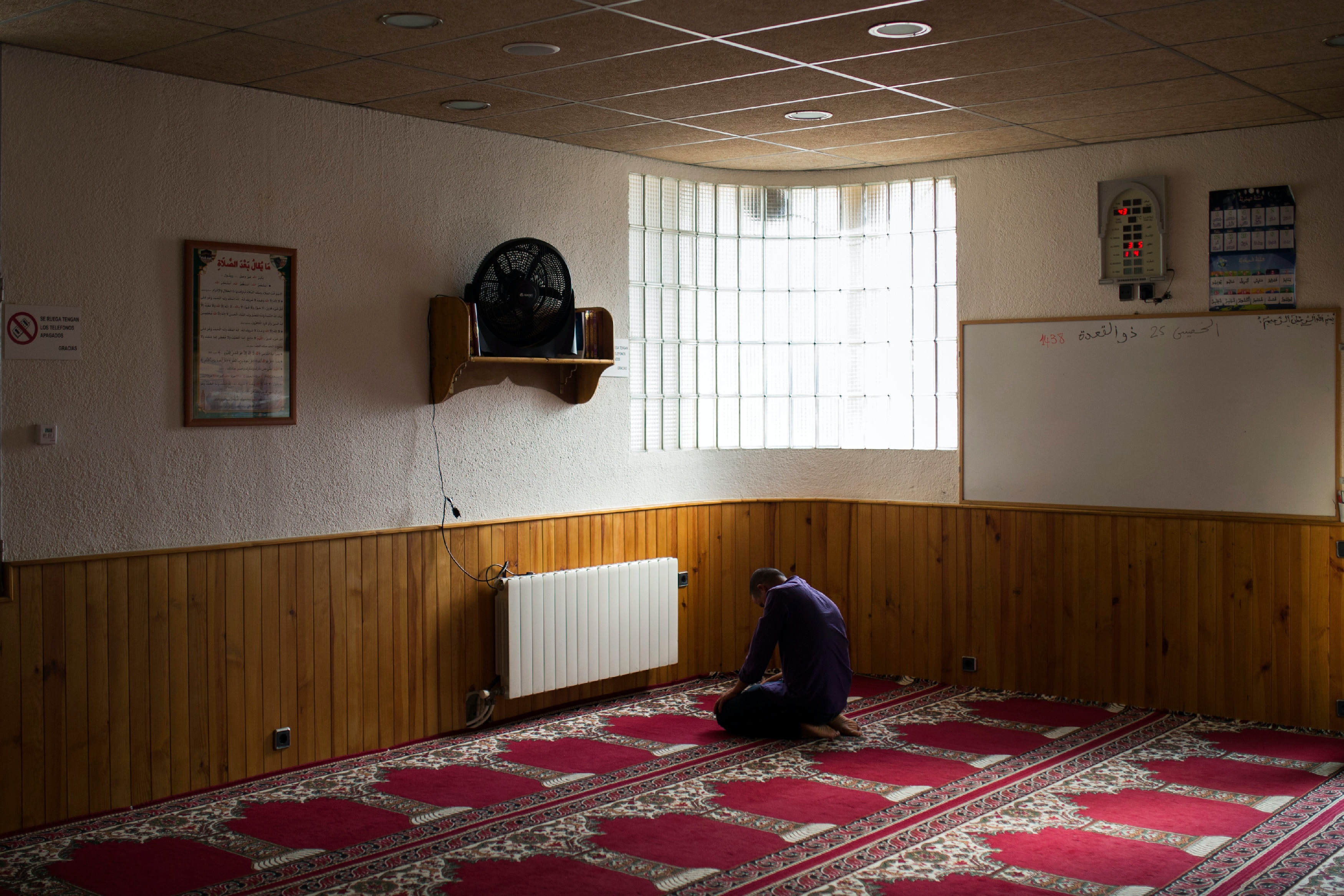 A Muslim worshipper prays in a mosque in Ripoll, north of Barcelona, Spain, Saturday Aug. 19, 2017. Authorities in Spain and France pressed the search Saturday for the supposed ringleader of an Islamic extremist cell that carried out vehicle attacks in Barcelona and a seaside resort, as the investigation focused on links among the Moroccan members and the house where they plotted the carnage. (AP Photo/Francisco Seco)