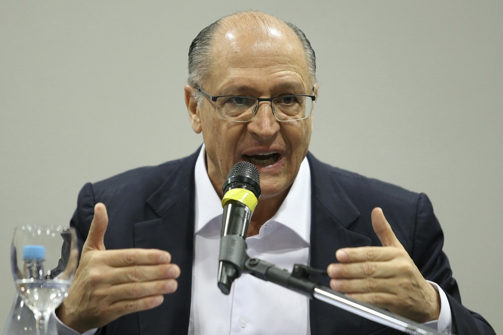 The PSDB pre-candidate to the Presidency of the Republic, Geraldo Alckmin, during a meeting held at the Windsor hotel in Brasilia on Thursday, 26. The Center can present more than one alternative of vice for the Alckmin plate to the Presidency of the Republic . The toucan receives official support from the bloc this morning. The announcement is made without the definition of vice, after businessman Josue Gomes da Silva (PR) has declined the invitation. Members of the bloc try to persuade him to change his mind, but in practice they already work with a plan B. If he can not name a name yet on Thursday, the center will meet again to discuss the matter. Photo: DIDA SAMPAIO/ESTADAO CONTEUDO (Agencia Estado via AP Images)