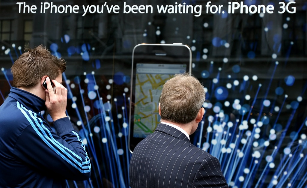 "Customers queue outside the Apple Store in London for the launch of the iPhone 3G on July 11, 2008. O2, Apple's network partner for the handset, said Apple stores were having ""technical issues"" connecting to 02's online systems. AFP PHOTO/Leon Neal        (Photo credit should read LEON NEAL/AFP/Getty Images)"