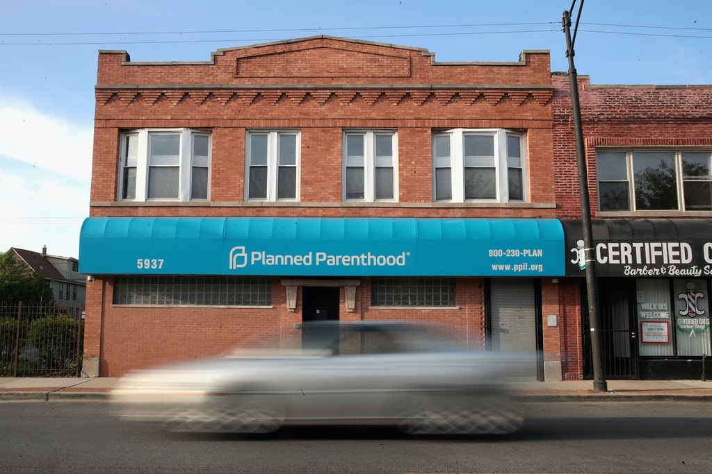 CHICAGO, IL - MAY 18:  A motorist passes a Planned Parenthood clinic on May 18, 2018 in Chicago, Illinois. The Trump administration is expected to announce a plan for massive funding cuts to Planned Parenthood and other taxpayer-backed abortion providers by reinstating a Reagan-era rule that prohibits federal funding from going to clinics that discuss abortion with women or that share space with abortion providers.  (Photo by Scott Olson/Getty Images)