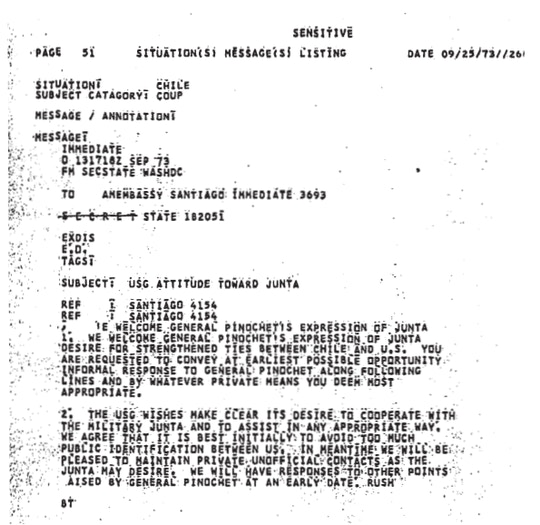 """Fac-símile do telegrama enviado pelo Departamento de Estado dos EUA à embaixada no Chile, datado de 25 de setembro de 1973, duas semanas após o golpe. """"O governo dos EUA [USG] quer deixar claro seu desejo de cooperar com a Junta Militar e assisti-la de todas as formas possíveis"""", garante, mas complementa: """"concordamos que é melhor inicialmente evitarmos muita identificação pública entre nós""""."""