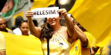 Manifesto em apoio ao presidenciável Jair Bolsonaro, é realizado um dia depois do grande ato intitulado