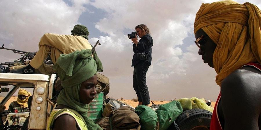 DARFUR, SUDAN - AUGUST 19:  Lynsey Addario photographs SLA rebels in Darfur, Sudan. (By Jahi Chikwendiu/The Washington Post via Getty Images)