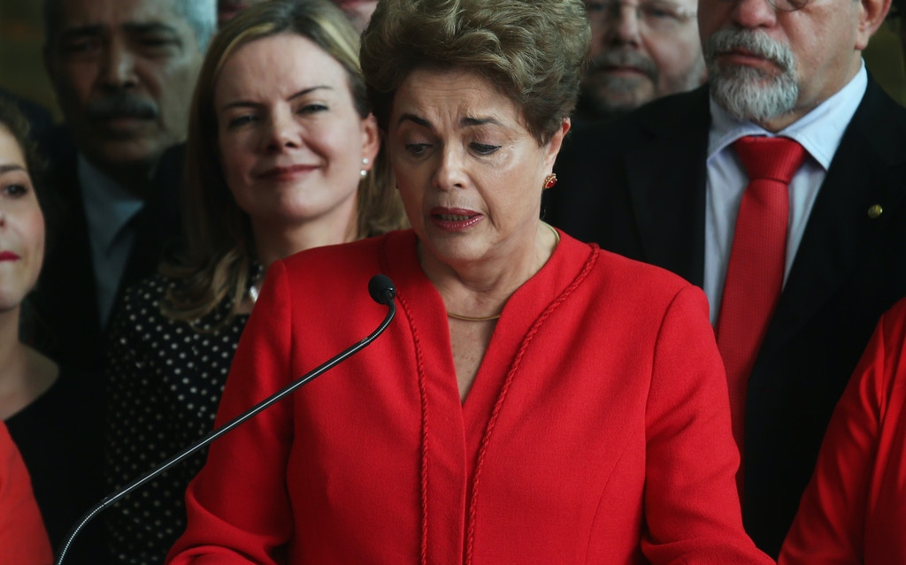 BRASILIA, BRAZIL - AUGUST 31:  Impeached President Dilma Rousseff (C) delivers her farewell speech at Alvarado Palace after she was impeached by the Senate on August 31, 2016 in Brasilia, Brazil. Rousseff is now permanently removed from office and has been replaced by new President Michel Temer.  (Photo by Mario Tama/Getty Images)