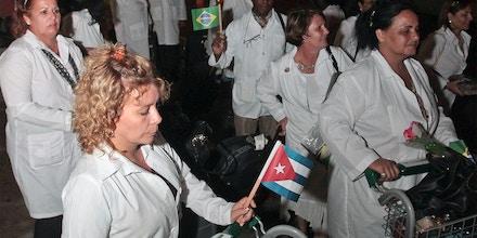 FORTALEZA, CE, 01.10.2013: MAIS-MÉDICOS - Um total de 200 profissionais cubanos que atuarão na segunda etapa do Programa