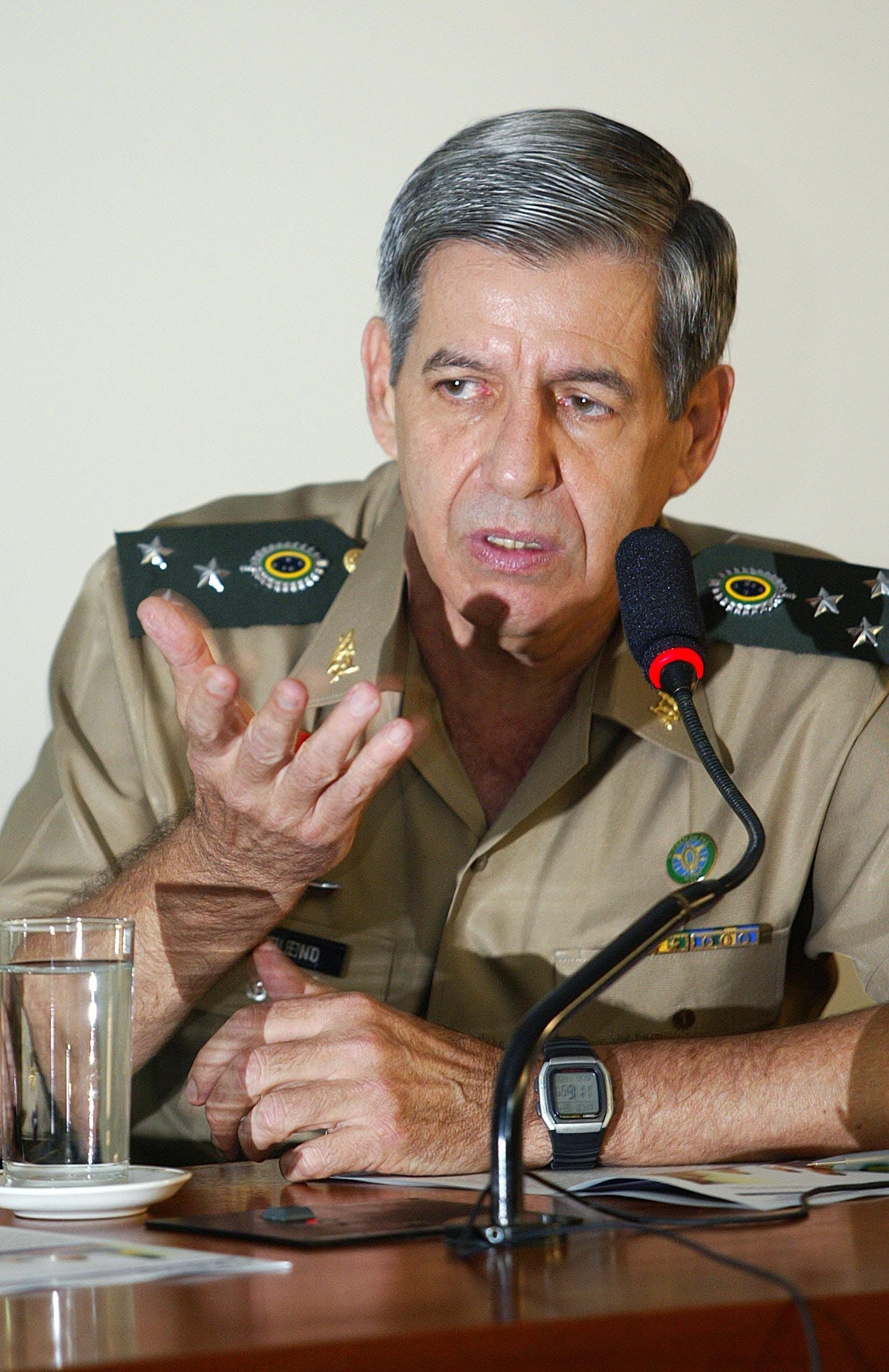 BRASÍLIA, DF, BRASIL, 23-11-2005: O comandante da Forca de Paz do Haiti, general Augusto Heleno Ribeiro, fala na Comissão de Relações Exteriores da Câmara dos deputados, em Brasília (DF). (Foto: Alan Marques/Folhapress)