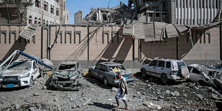 A'man walk past debris after an airstrike hit the presidential compound in Sanaa, Yemen, 07 May 2018. According to government officials at least six people died and 30 more were wounded, when an airstrike by the Saudi-led coalition against Yemen's rebels hit the building. Photo by: Hani Al-Ansi/picture-alliance/dpa/AP Images