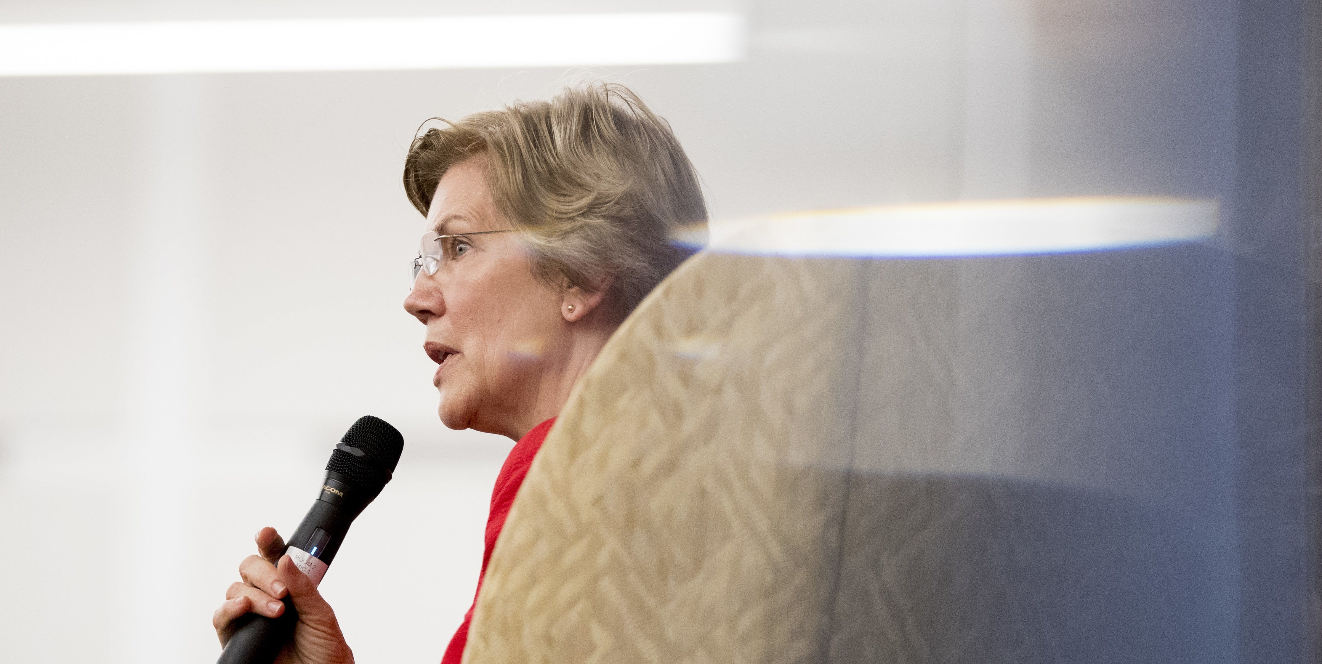 In Foreign Policy Speech, Elizabeth Warren Takes Aim at Global Corruption