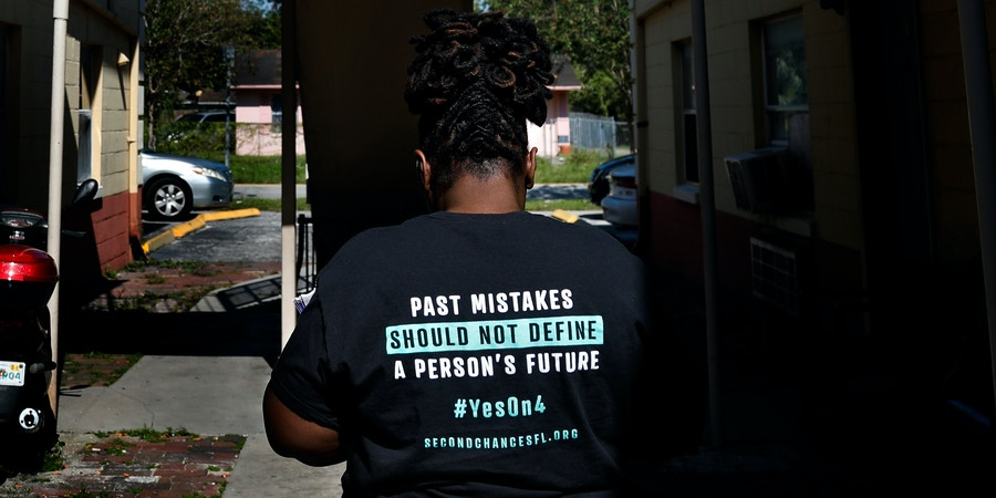 Stefanie Englin looks for her next address while canvassing about amendment 4 in Orlando on Monday, October 29, 2018. In the upcoming election on November 6, Floridians will have the opportunity to vote on Amendment 4, which would give people who have been convicted of a felony the restored right to vote. Credit: Eve Edelheit for The Intercept