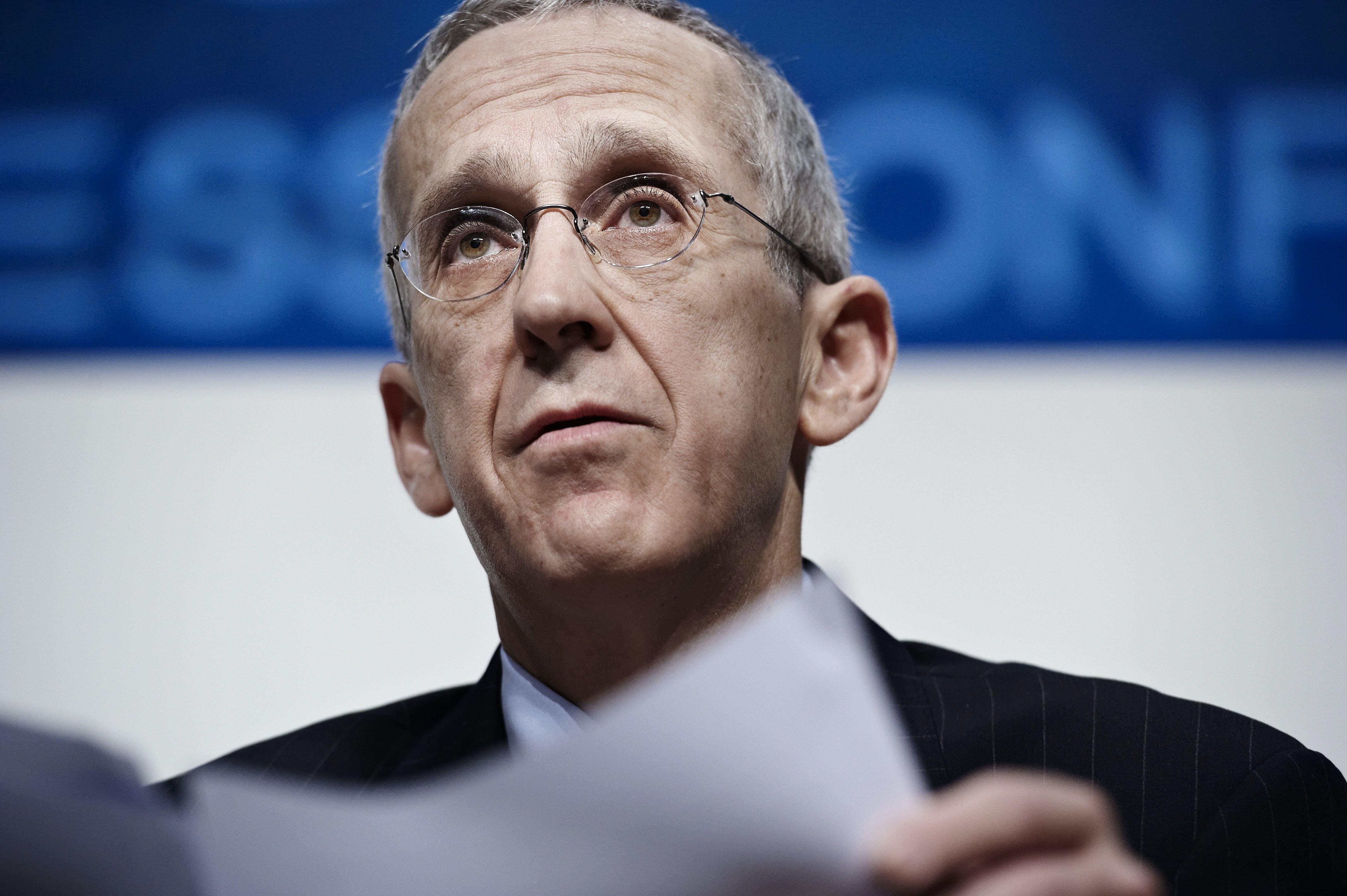 O enviado principal do clima dos EUA, Todd Stern, fala durante uma entrevista coletiva na Cúpula do Clima da ONU em Copenhague, em 9 de dezembro de 2009.