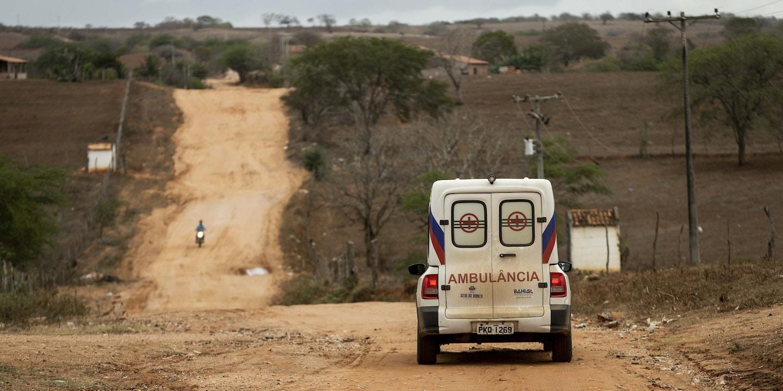 Após a saída dos médicos cubanos, do programa Mais Médicos o município de Sítio do Quinto, no sertão baiano, está aguardando a chegada dos novos médicos na cidade. Enquanto isso, a população está sendo atendida por enfermeiros e os casos mais graves são encaminhados de ambulância para cidades com mais recursos.