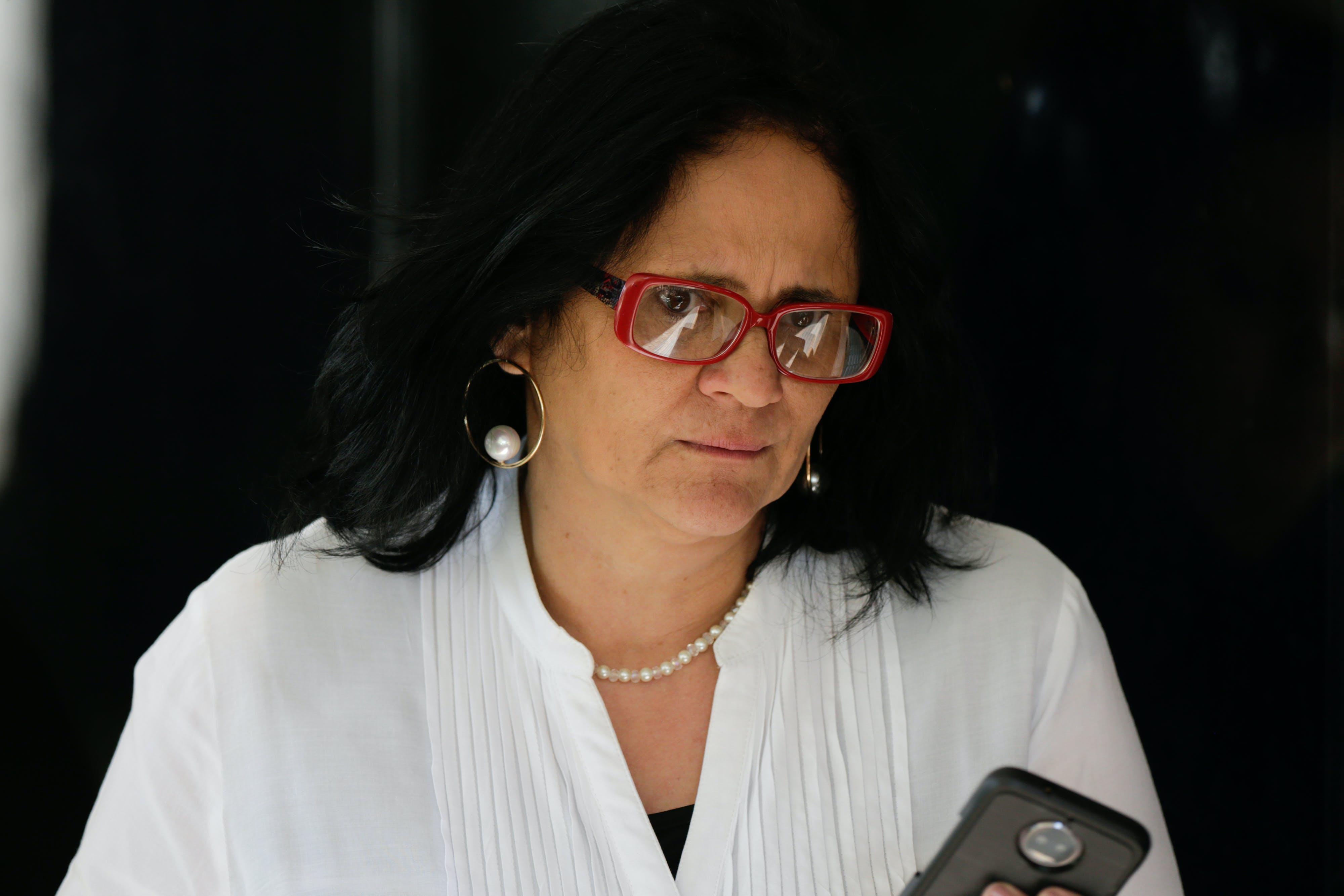 BRASÍLIA, DF, 11.12.2018 ? DAMARES-ALVES: A futura ministra da Mulher, Família e Direitos Humanos, Damares Alves, fala com a imprensa em Brasília, na tarde desta terça-feira. (Foto: Walterson Rosa/Folhapress)