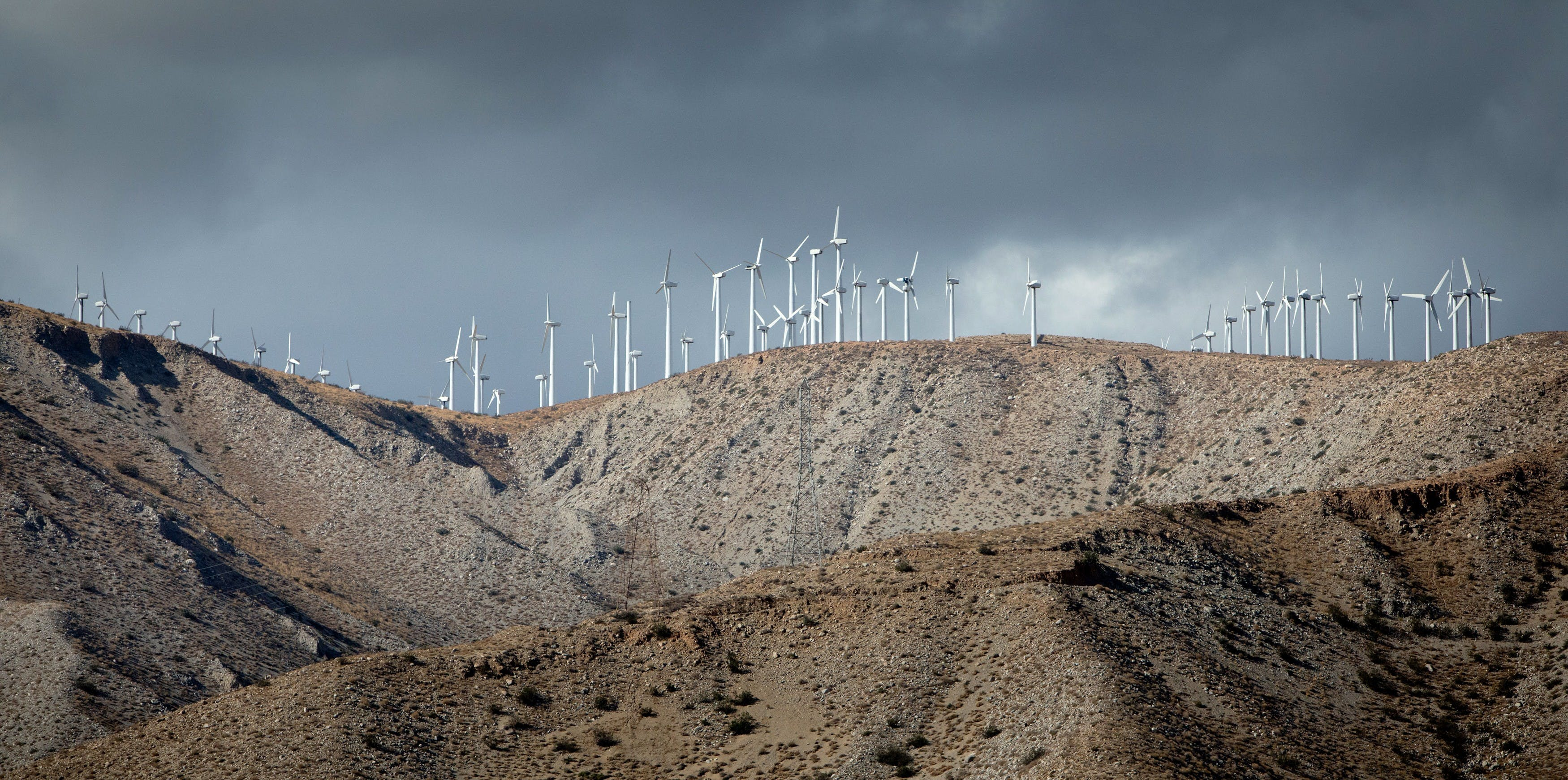 Countless wind turbines at the San Gorgonio Pass Wind Farm delivering 615 MW, in September 2017. | usage worldwide Photo by: Frank Duenzl/picture-alliance/dpa/AP Images