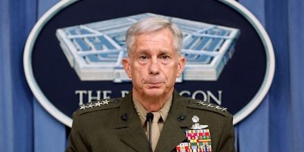 O general da Marinha e comandante do Comando dos EUA na África, Thomas D. Waldhauser, fala à imprensa no Pentágono, em 10 de maio de 2018.