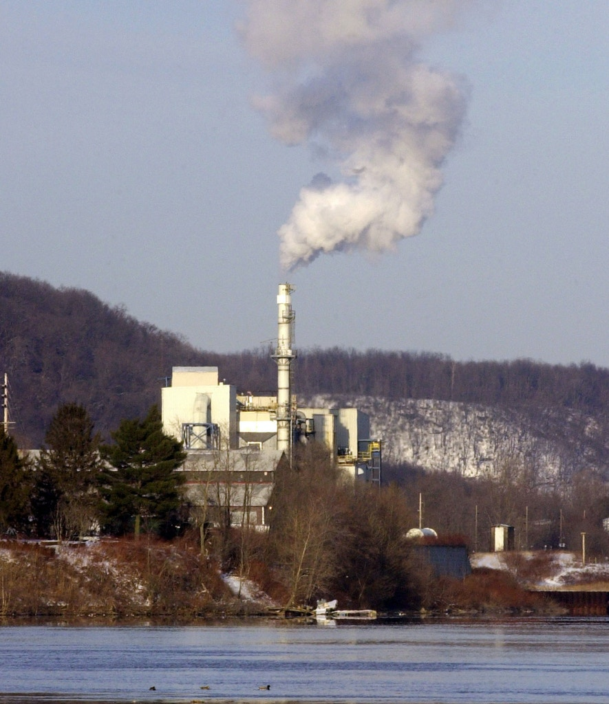 **ADVANCE FOR WEEKEND, MARCH 15-17 ** The Von Roll America, Inc.incinerator plant rests on the Ohio River Tuesday, Feb. 25, 2003 in East Liverpool, Ohio.  Now in it's tenth year, the Von Roll America Inc. incinerator burns up to 60,000 tons of hazardous waste yearly. Smoke from it's stack glides across the blue-collar region where Ohio, Pennsylvania and West Virginia meet. (AP Photo/Tony Dejak)