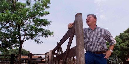Nabhan Garcia em sua fazenda, defendida por um grupo capaz de operar até mesmo fuzis AR-15.