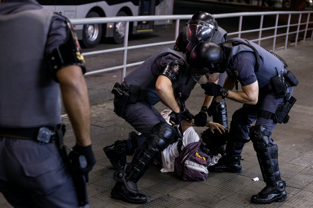 30 October 2018, Brazil, Sao Paulo: Police arresting a man during a demonstration against the new president Bolsonaro. Brazil turns to the right: The fifth largest country in the world is to be ruled by a man who glorifies the military dictatorship, despises gays and threatens political opponents with violence and imprisonment. Photo by: Andre Lucas/picture-alliance/dpa/AP Images