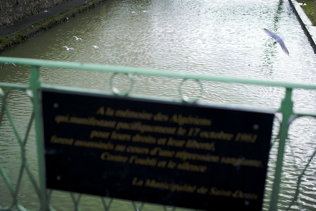 A plaque commemorating the October 17, 1961 Paris massacre of Algerians is seen on February 11, 2019 in Saint-Denis, France. (Pete Kiehart for The Intercept)