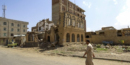 A Yemeni man walks towards a building that was reportedly destroyed in Saudi-led coalition air strike in the capital Sanaa on September 5, 2018. (Photo by Mohammed HUWAIS / AFP)        (Photo credit should read MOHAMMED HUWAIS/AFP/Getty Images)