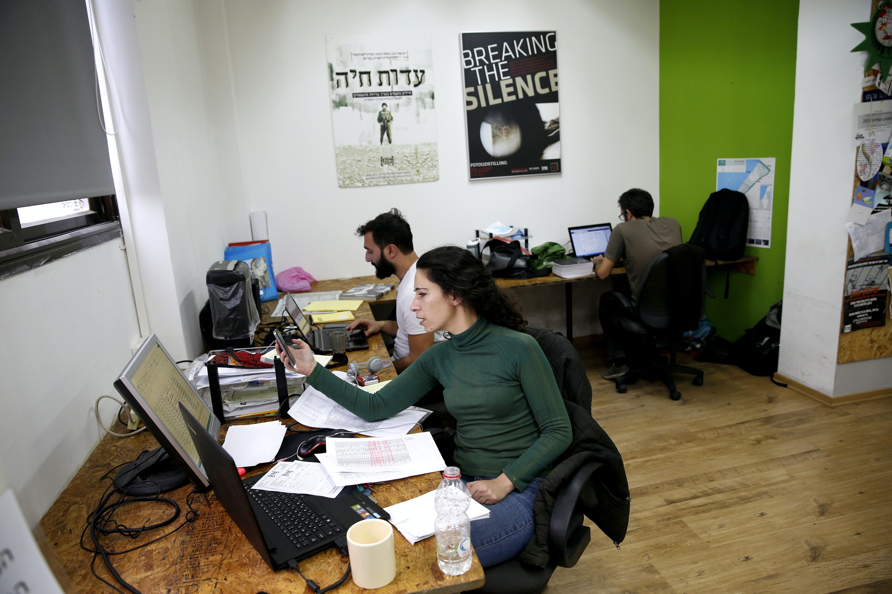 "Employees work at the offices of Israeli rights group ""Breaking the Silence"" in Tel Aviv, Israel, December 16, 2015. REUTERS/Baz Ratner/File Photo - S1AETPAOPLAA"