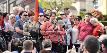 LONDONDERRY, NORTHERN IRELAND - APRIL 19: Sara Canning, partner of Lyra McKee speaks at a rally for journalist and author Lyra McKee near the scene of her shooting on April 19, 2019 in Londonderry, Northern Ireland. Journalist and Author Lyra McKee was killed in a 'terror incident' while reporting from the scene of rioting in Derry's Creggan neighbourhood after police raided properties in the Mulroy Park and Galliagh area on the night of Thursday 18th April 2019.  Reports say that she was killed as shots were fired from a single gun. Lyra McKee was well known for covering the lasting trauma and the violence of the Northern Ireland Troubles. (Photo by Charles McQuillan/Getty Images)