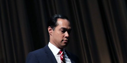 NEW YORK, NY - APRIL 3: Democratic presidential candidate Julian Castro exits the stage after speaking at the National Action Network's annual convention, April 3, 2019 in New York City. A dozen 2020 Democratic presidential candidates will speak at the organization's convention this week. Founded by Rev. Al Sharpton in 1991, the National Action Network is one of the most influential African American organizations dedicated to civil rights in America. (Photo by Drew Angerer/Getty Images)