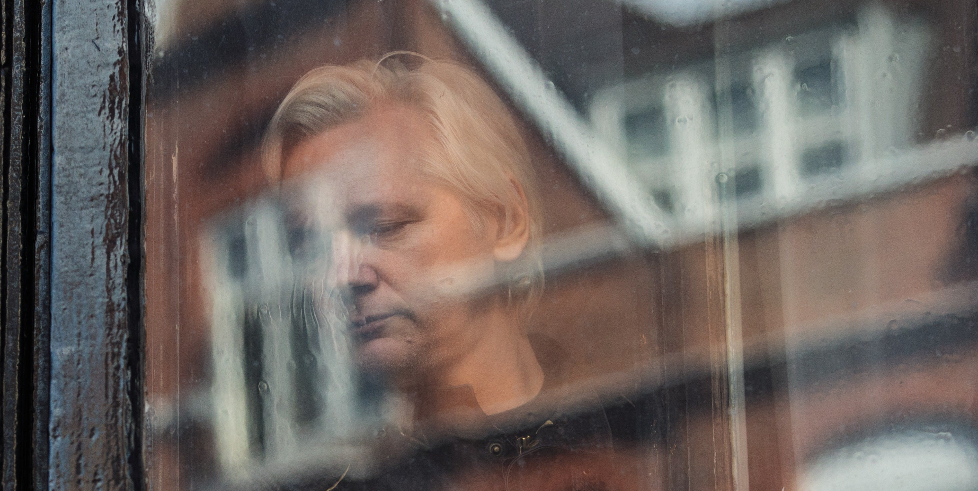 Julian Assange Languishes in Prison as His Journalistic Collaborators Brandish Their Prizes