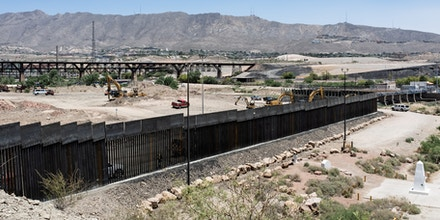 Private Border Wall Expands Onto Federal Land