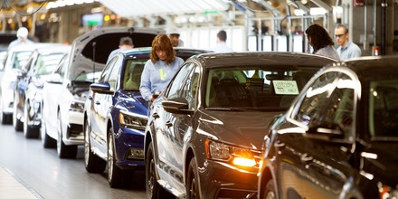 IMAGE DISTRIBUTED FOR VOLKSWAGEN - Volkswagen Assembly workers are seen inspecting vehicles at the Volkswagen Leadership Visit, on Thursday, Jan. 14, 2016 in Chattanooga, TN. (Joe Dodd/AP Images for Volkswagen)