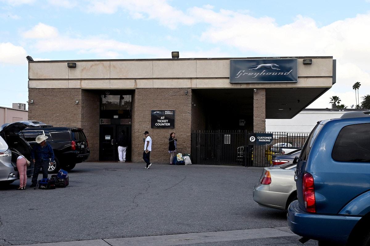 Border Patrol Drops Ill Migrants at Greyhound Bus Station