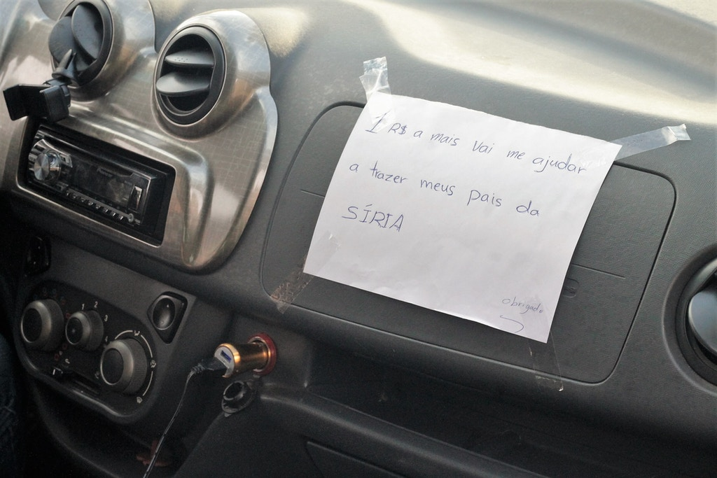 Placa exibida no carro de Houssam Nour.